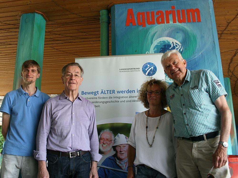Für die Bewegung hin zum Zoo sorgten (v. links) Thomas Lammers, LSB-Botschafter Franz Müntefering, Gabriele Völker-Honscheid und Jochen Temme